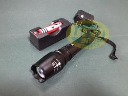 Đèn pin sạc siêu sáng bóng led -De017c
